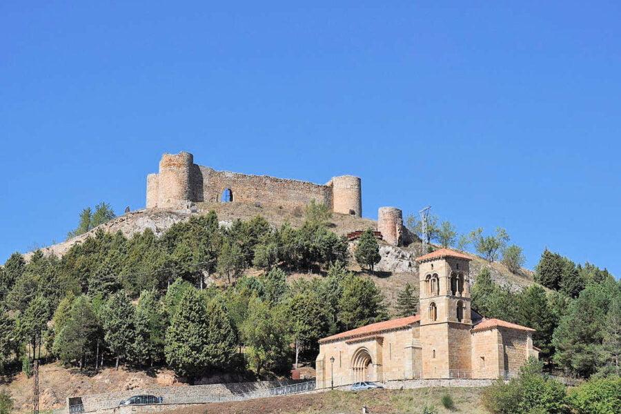 Iglesia Santa Cecilia y Castillo en Aguilar de Campoo