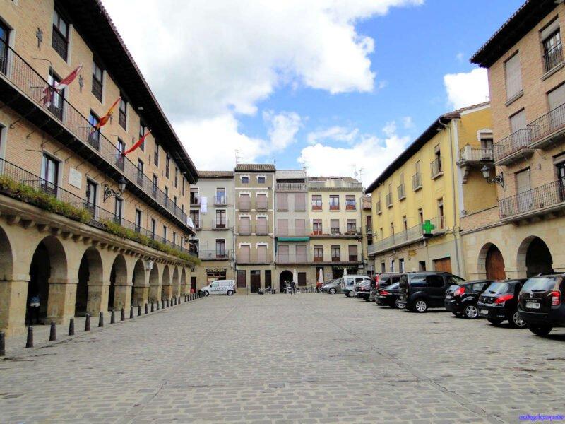 Plaza Mayor y Ayuntamiento de Puente de la Reina