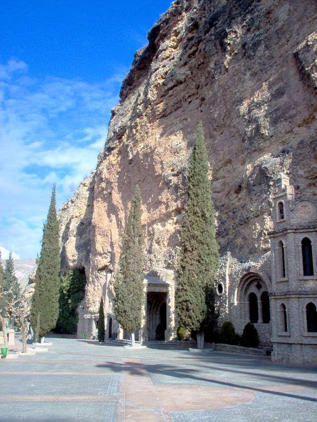Santuario-de-Nuestra-Señora-de-la-Esperanza-acceso