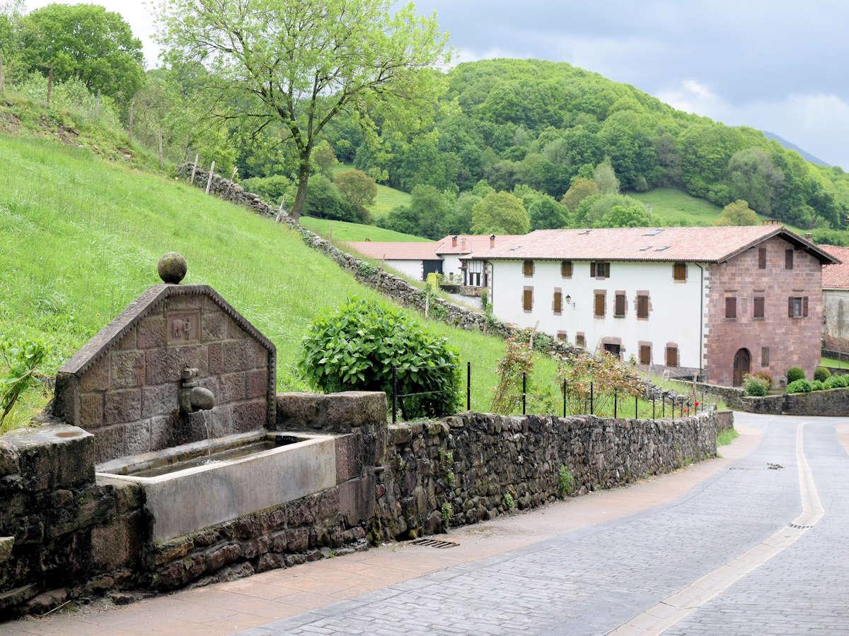 Fuente-de-los-Peregrinos-Amaiur-Navarra.