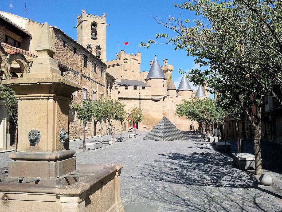 plaza-carlos-III-pueblos-de-navarra