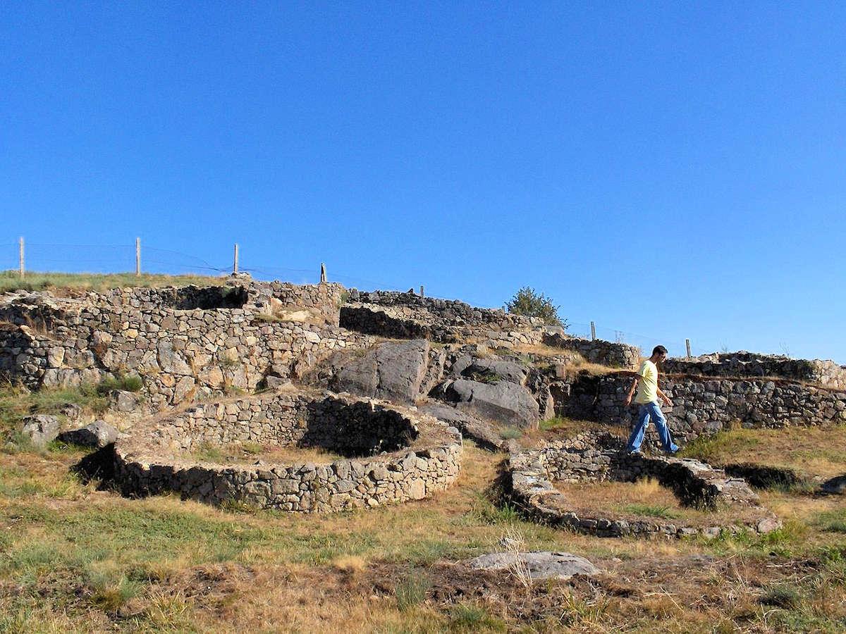 Yacimiento-arqueolgico-Castro-de-Castromao-Orense-