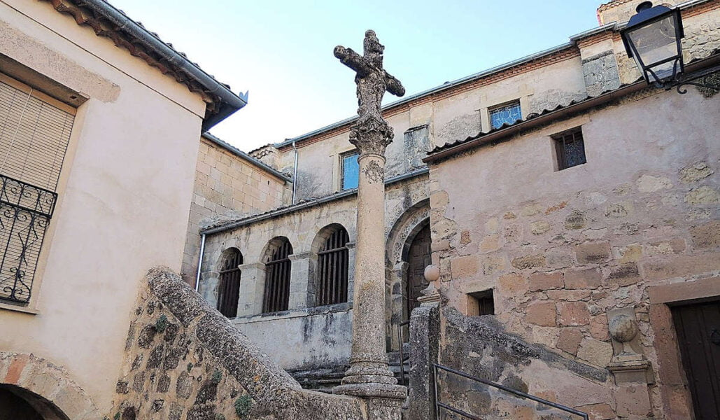 Crucero frente a la iglesia San Bartolomé