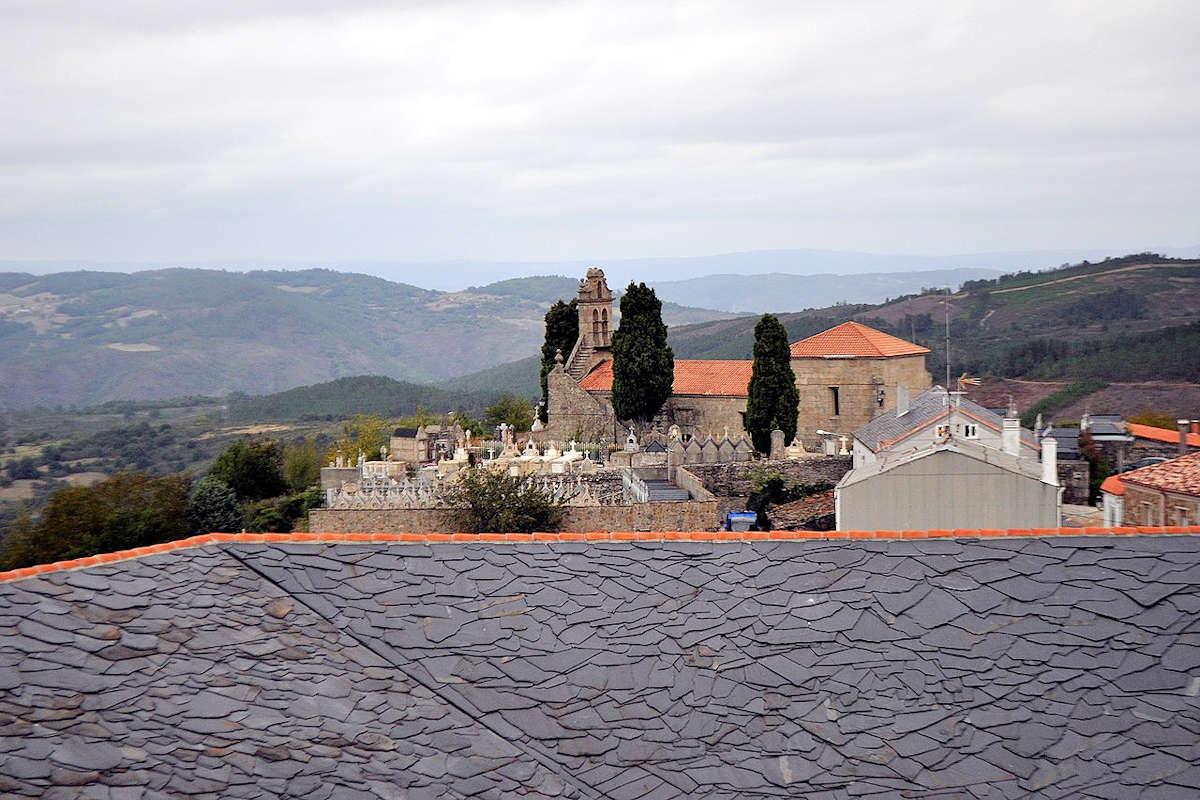 Iglesia-parroquial-de-Santa-Isabel-Castro-Caldelas