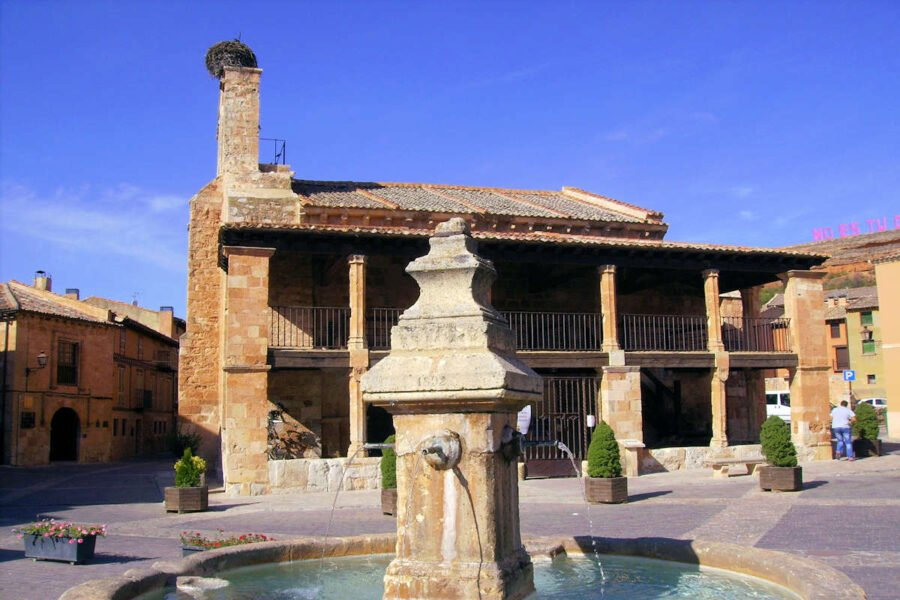 Plaza y fuente de Ayllón