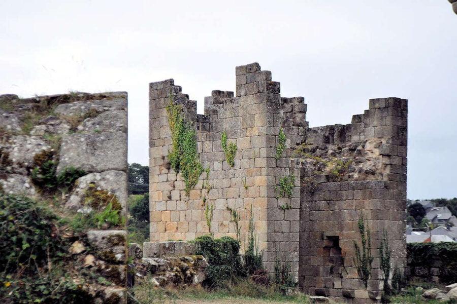 Torre arruinada de Castro Caldelas