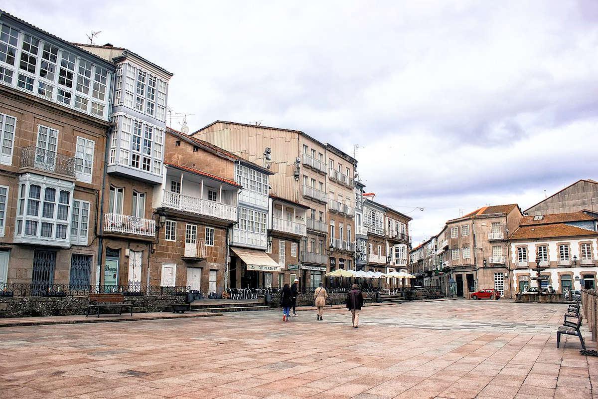 plaza-mayor-mercadillos-celanova-orense-