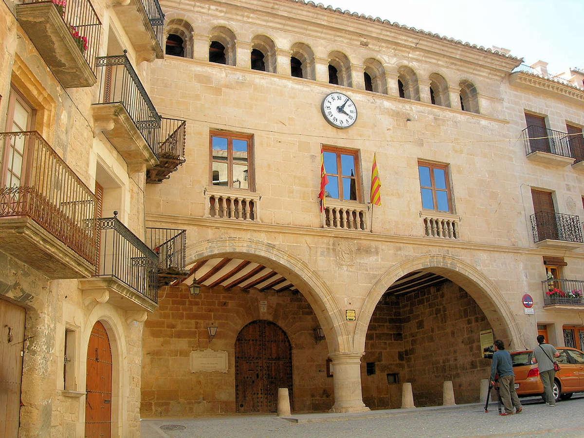 plaza-de-españa-ayuntamiento-calaceite-teruel