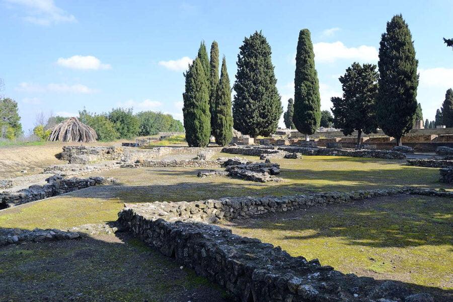 Edificio de la Exedra en Itálica