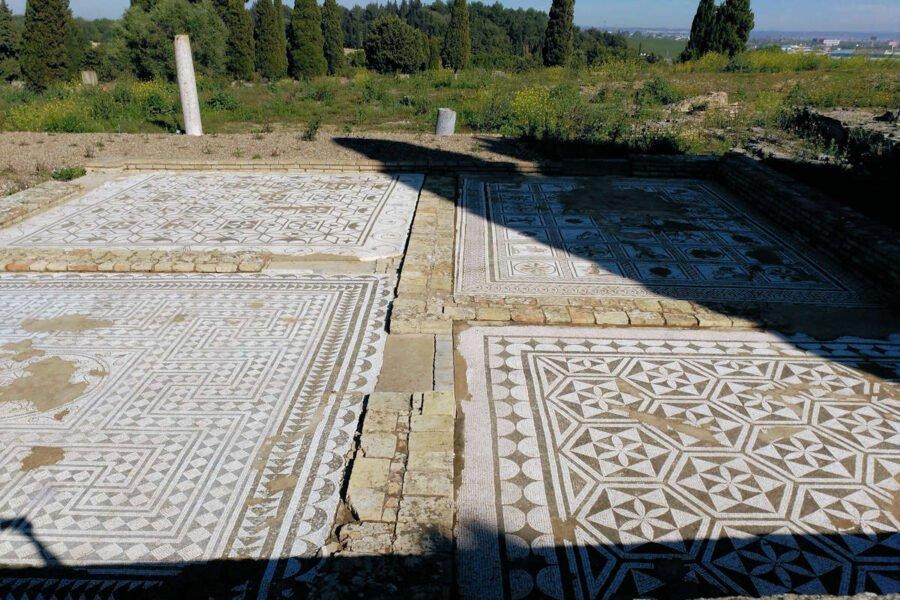 Mosaicos dentro del Anfiteatro Itálica