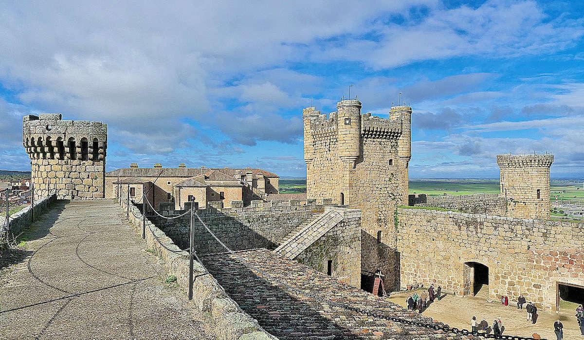 Conjunto-monumental-en-Oropesa-Castillo-Viejo-Palacio-Nuevo