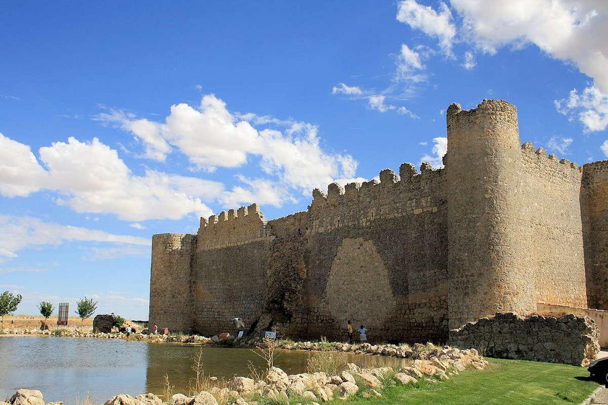 Murallas-Castillo-de-Urueña-Valladolid