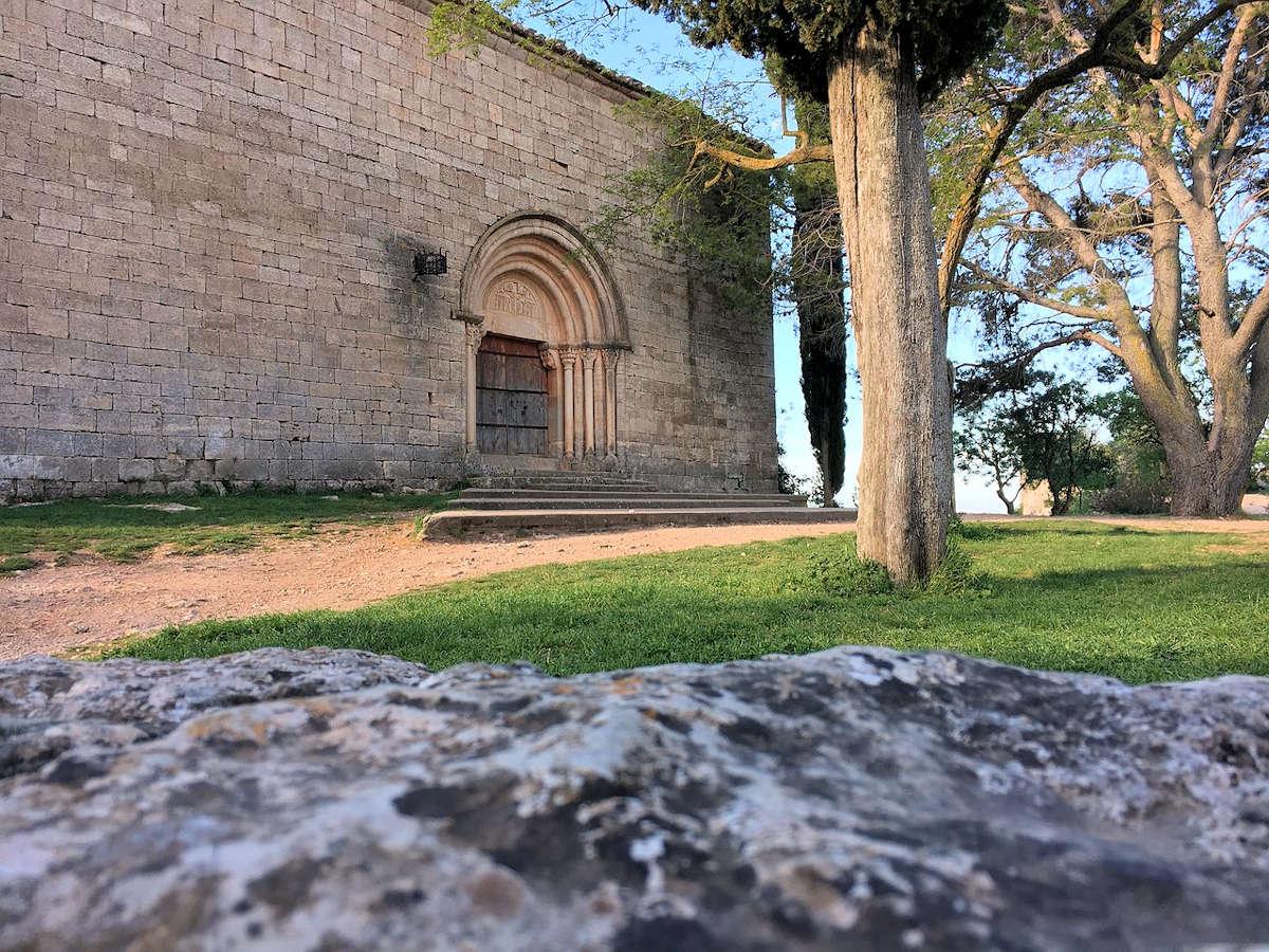 entrada-iglesia-de-santa-maria-siruana-tarragona