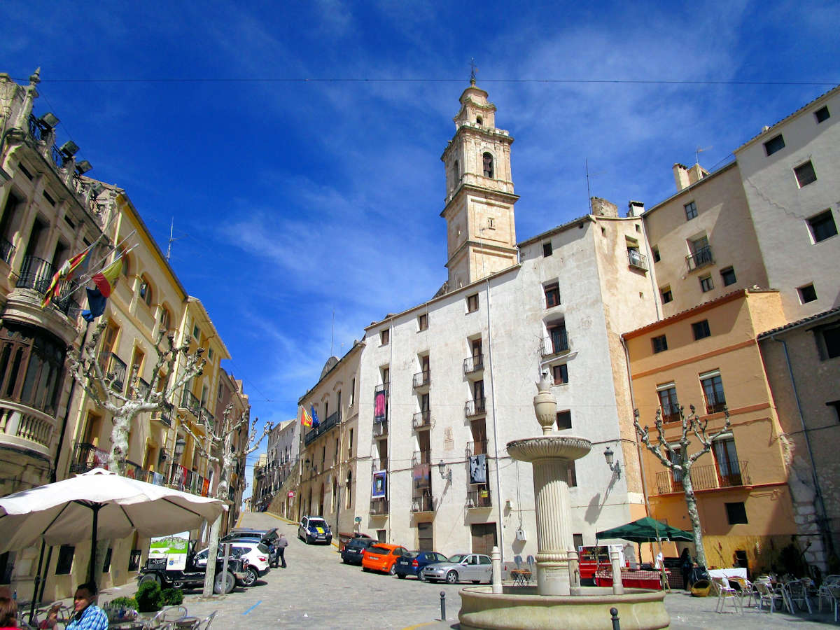 plaza-del-ayuntamiento-iglesia-de-la-ascención-bocairent-valencia