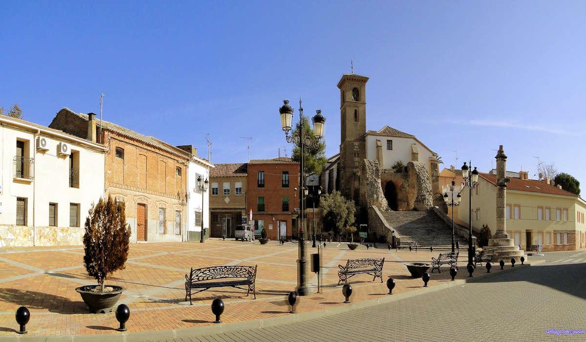 plaza-de-la-constitucion-ayuntamiento-maqueda-toledo