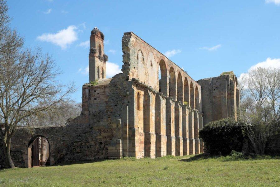 Vistas del Monasterio de Moreruela