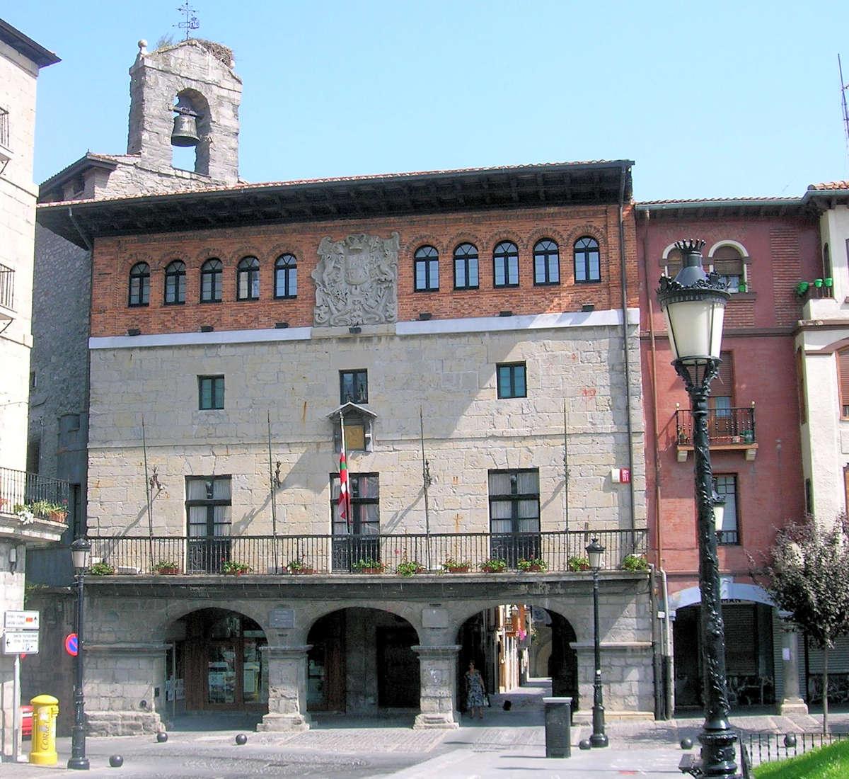 Iglesia-de-Santa-Maria-muralla-de-Orduña.