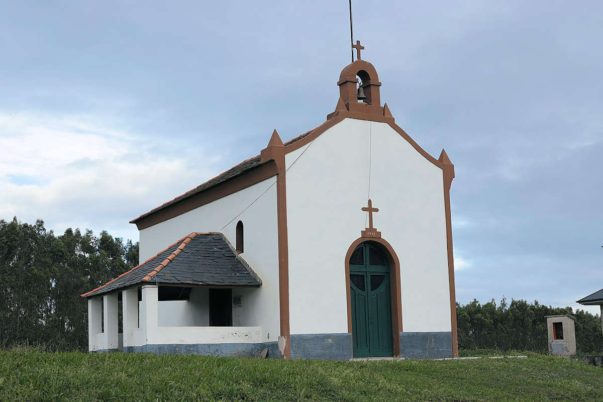 ermita-de-la-atalaya-puerto-de-vega-asturias