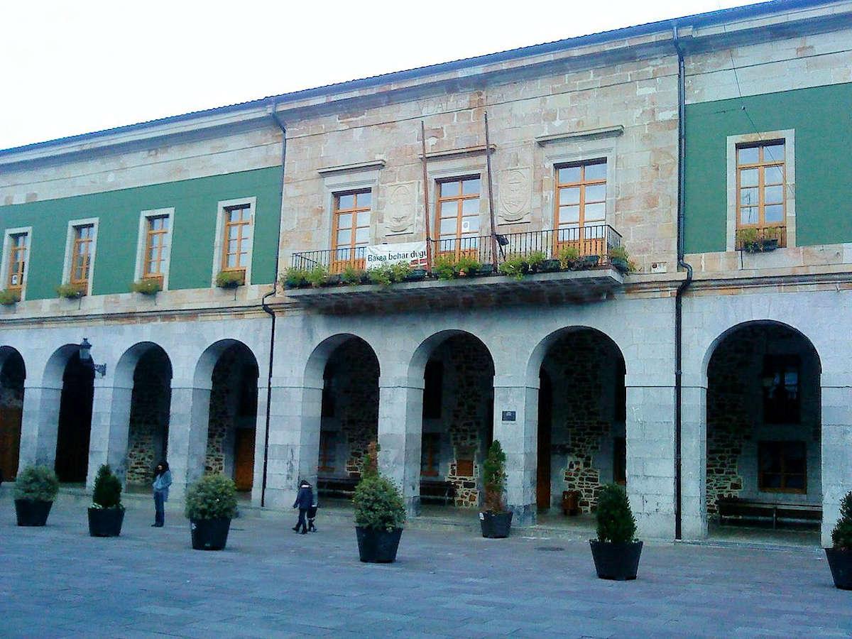 Plaza-Gudarien-Ayuntamiento-Areatza