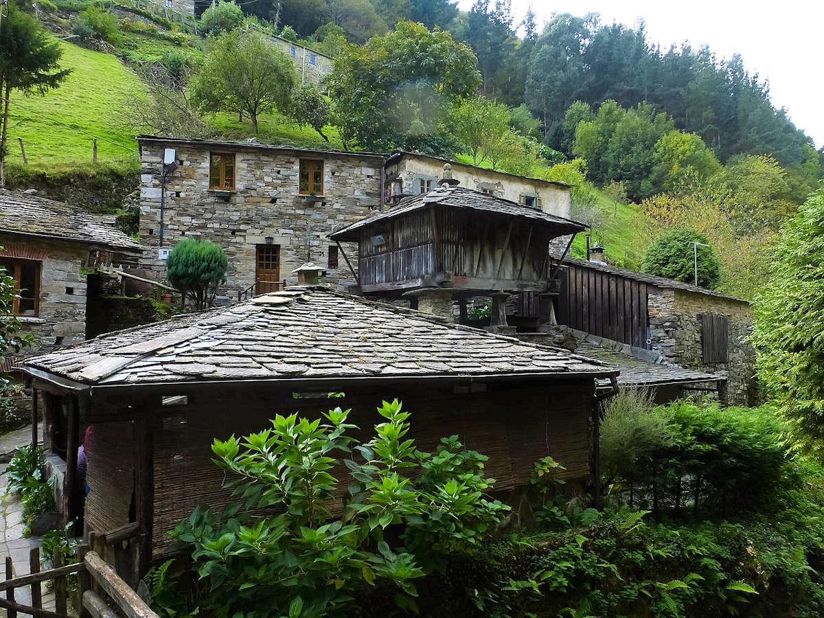 Teixois-conjunto-etnográfico- Asturias