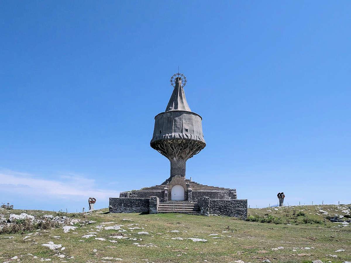 monumento-Virgen-de-la-Antigua-cumbre-del-Txarlazo-Orduña