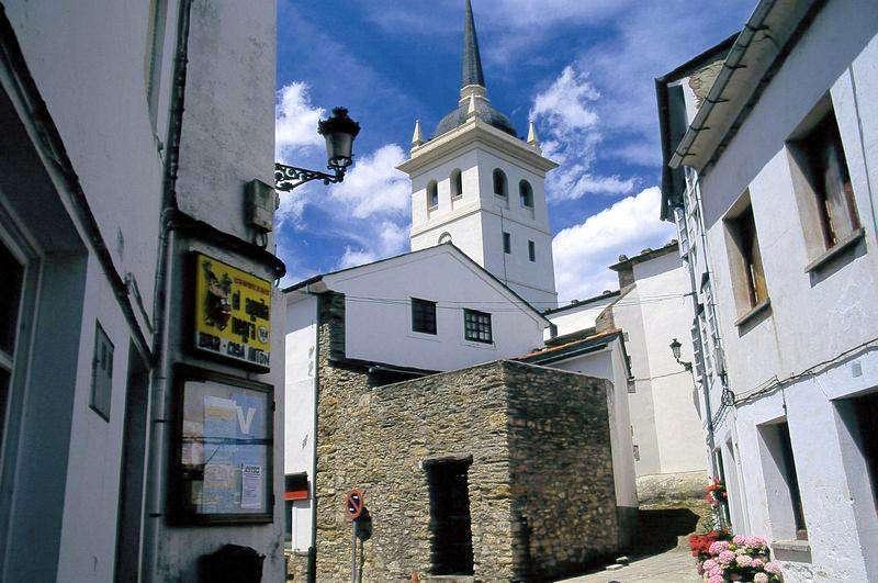 Iglesia-de-Santiago-Apostol-Castropol-Asturias