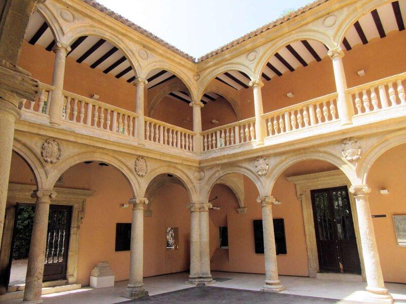Patio del Palacio de los Condes de Cirat