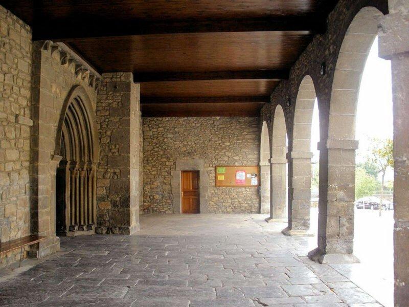 Pórtico de la iglesia de Santa María de la Asunción