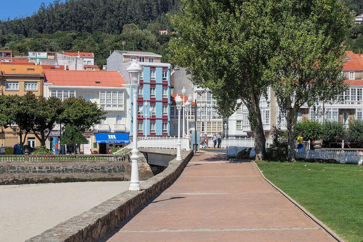 plaza-de-la-rectoral-cerdeira