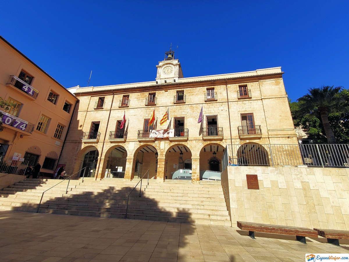 Plaza-del-Ayuntamiento-Denia-Alicante