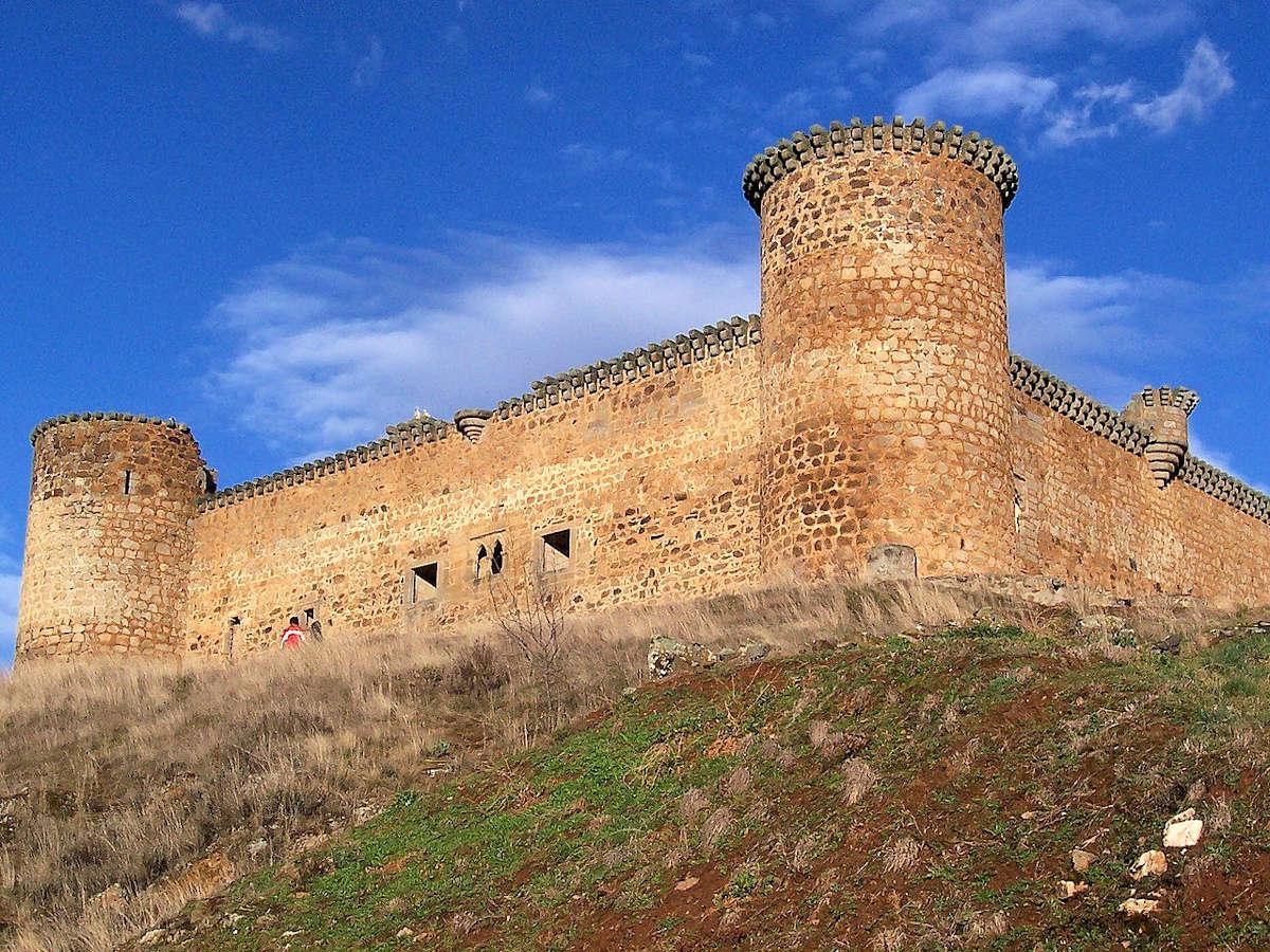 Castillo-de-Valdecorneja-El-Barco-de-Ávila