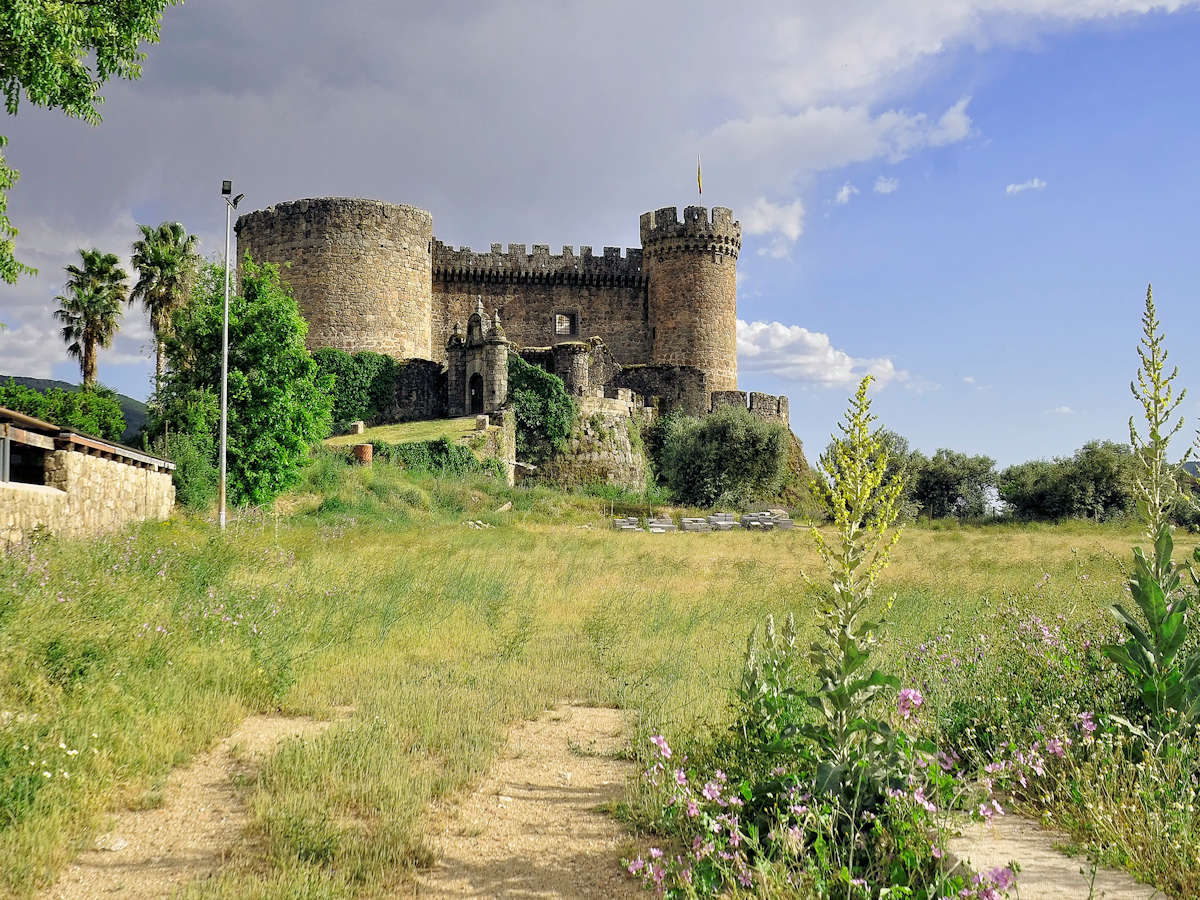 Castillo-de-los-Duques-de -Albuquerque-Mombeltrán