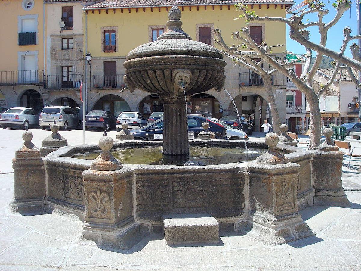 fuente-plaza-españa-piedrahita