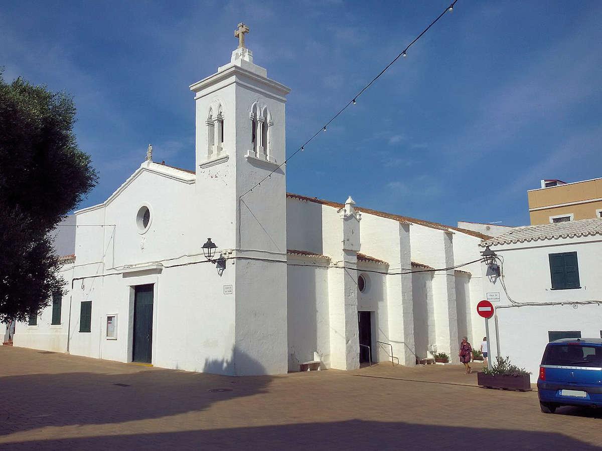 plaza -S'Algeret-Iglesia -San-Antonio-Abad-de-Fornells