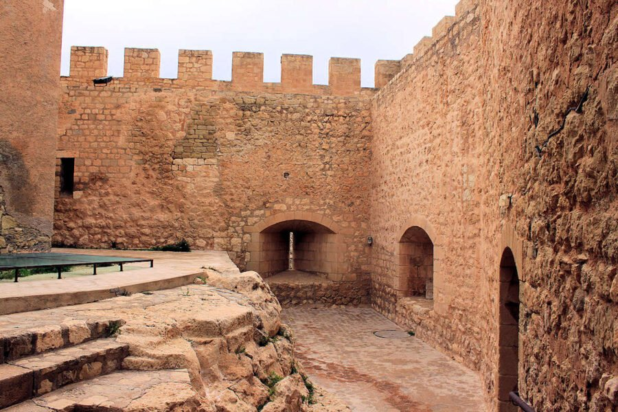 Interior del Castillo de Petrer