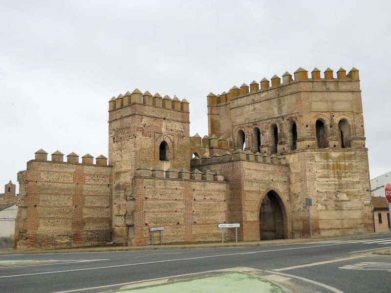 Puerta de Cantalapiedra en Madrigal de las Altas Torres