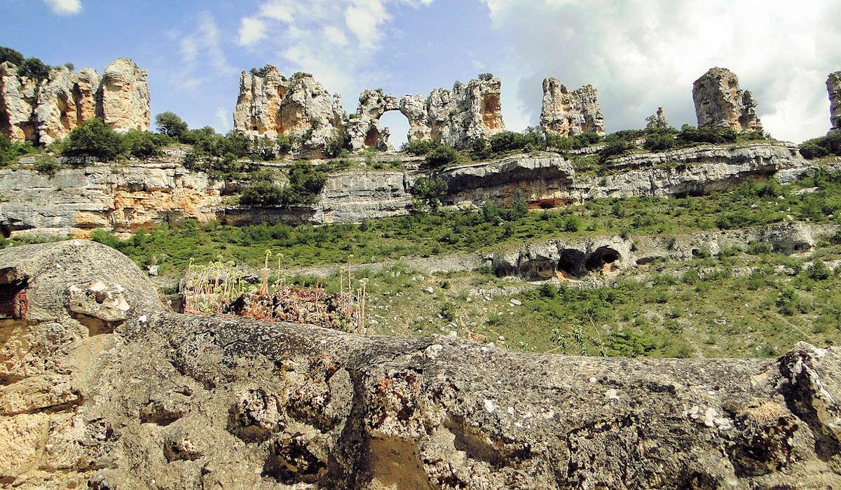 Beso de los Camellos-Cañón-del-Ebro-Orbaneja-del-Castillo