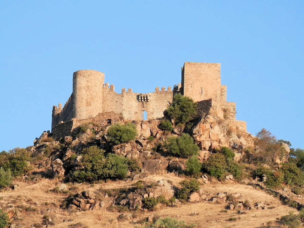 castillo-de-burguillos-del-cerro-badajoz