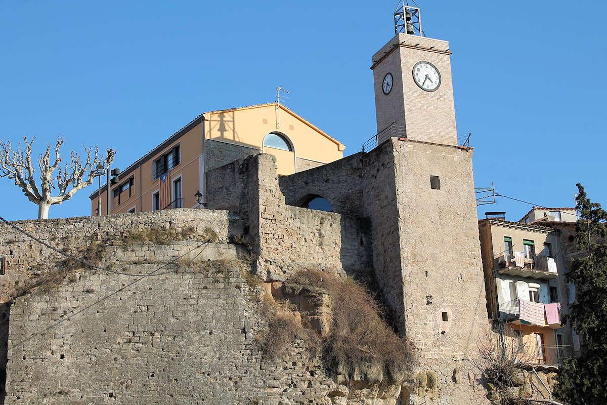 torre reloj-restos-castillo-muralla-gironella