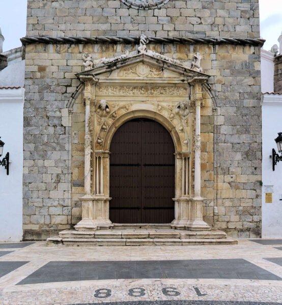Entrada Iglesia de Santa María Magdalena