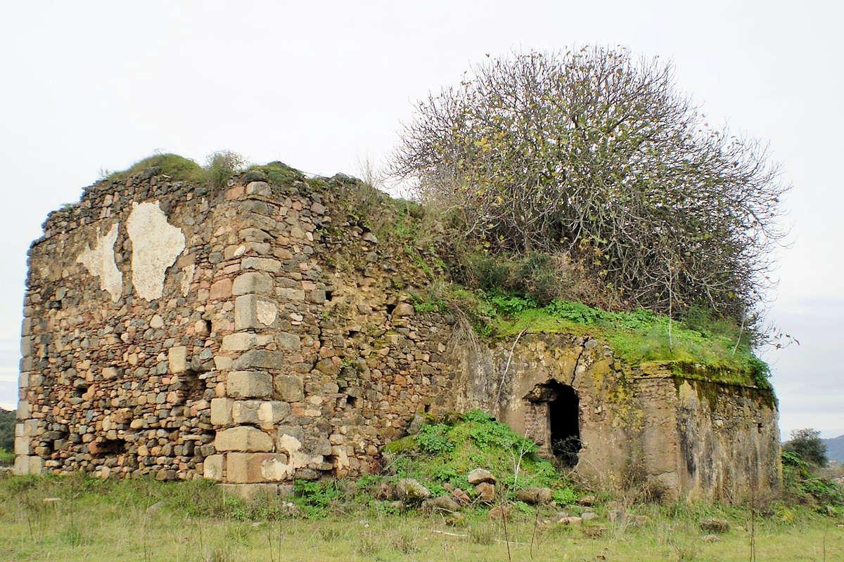 Plaza-y- Ermita-de-la-Misericordia-Burguillos-de-Cerro