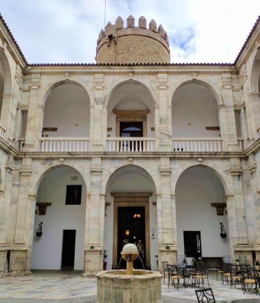 Patio del Palacio de los duques de Feria
