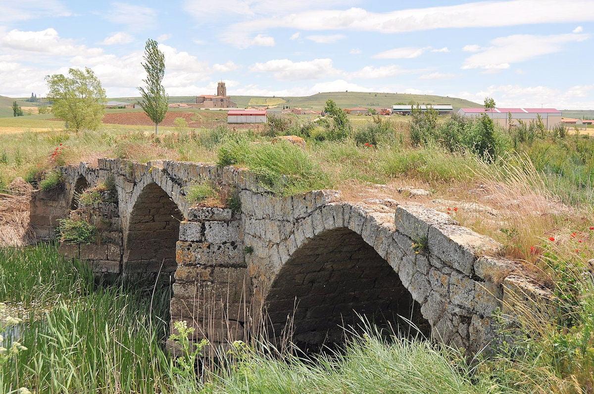 puente-romano-sobre-el-río-brullés-trisla-en-sasamón-burgos