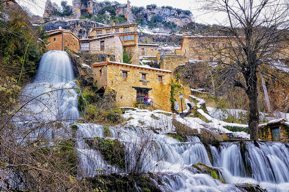 Puente-y-cascada-en-Orbaneja-del-Castillo