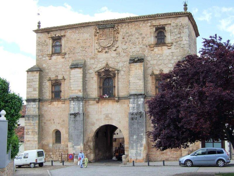 Puerta del Archivo del Adelantamiento de Castilla