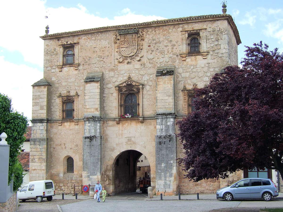 Puerta-Del-Archivo-del-Adelantamiento-de- Castilla-Covarrubias
