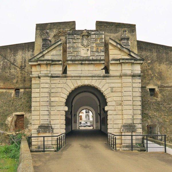 Puerta del Calvario en Olivenza