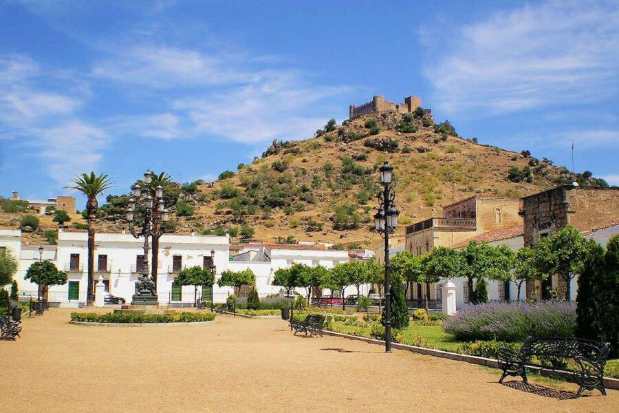 Visita Burguillos del Cerro