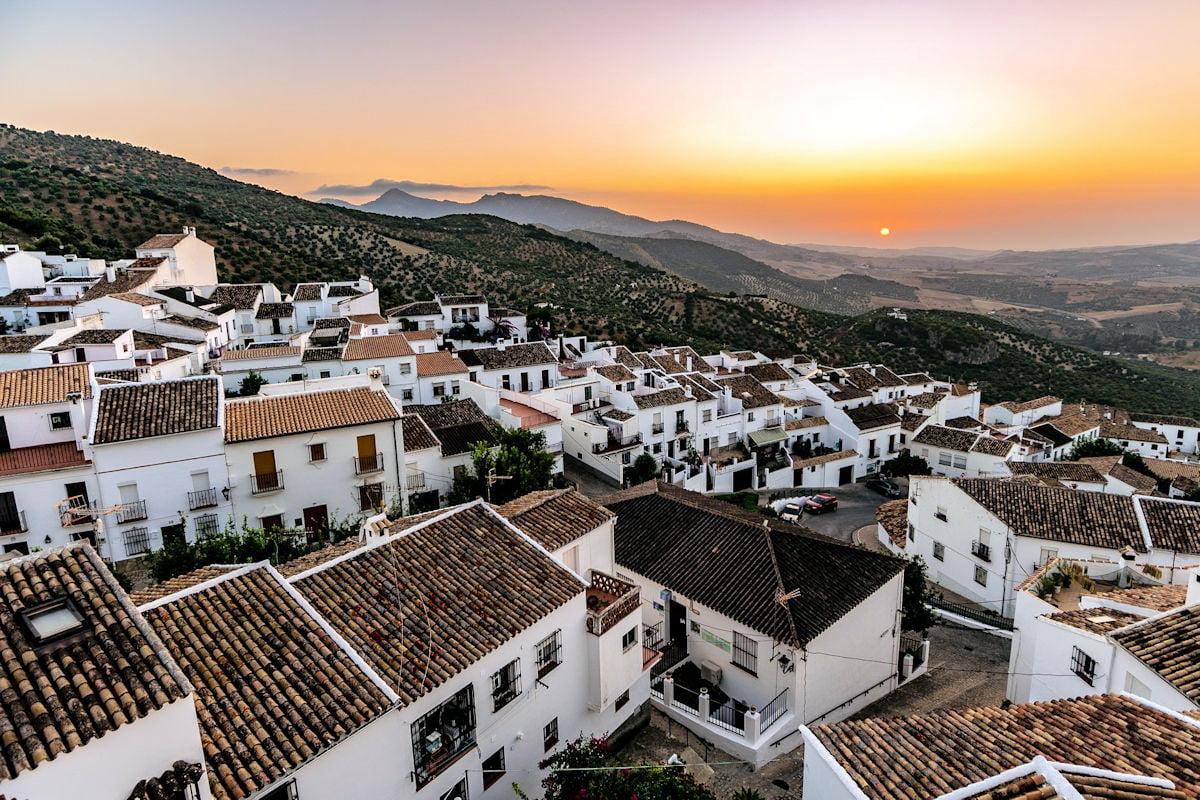 ZAHARA DE LA SIERRA-Pueblos más bonitos de Cádiz