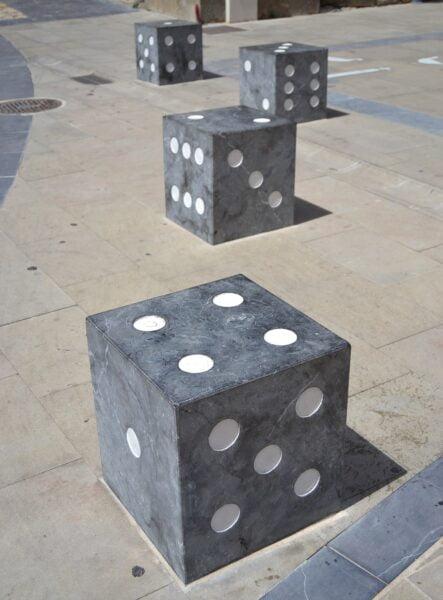 Dados oca plaza de Santiago Logroño